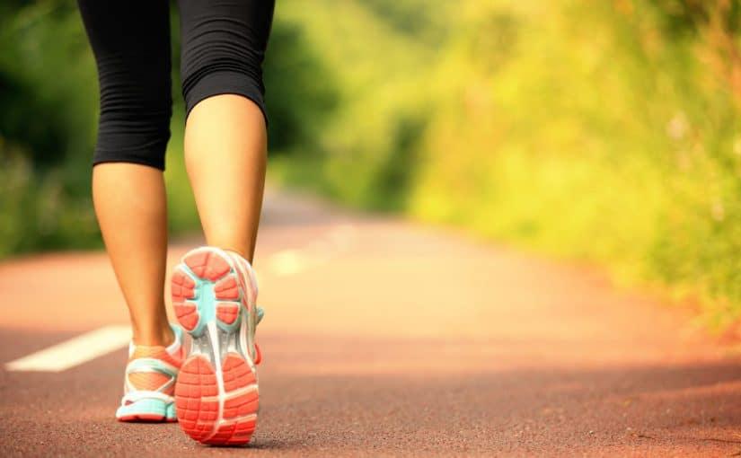هل المشي السريع يشد الجسم