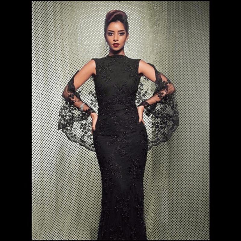 0889e0e53 إن الفستان الأسود القصير والطويل هو نوع من الملابس النسائية الشهيرة والتى  ظهرت فى أواخر عام 1920 و هو يتالف من فستان يكون ذو قصر و خفة القماش المتالف  منه ...