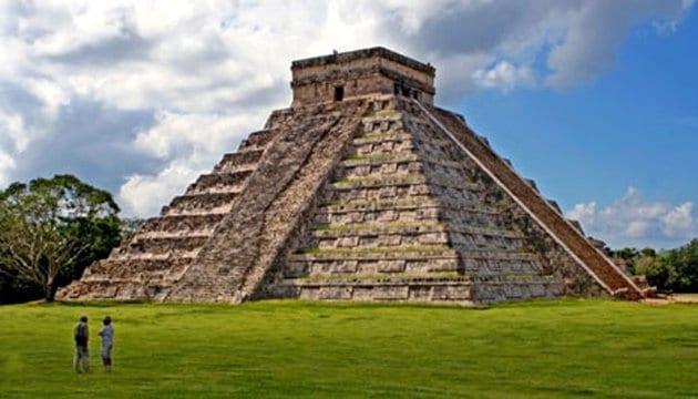 هرم تشيتشن إيتزا المكسيكي