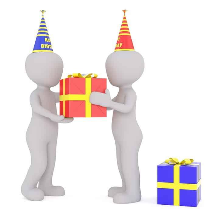 تهنئة عيد الميلاد- حكم عيد ميلاد أحدهم