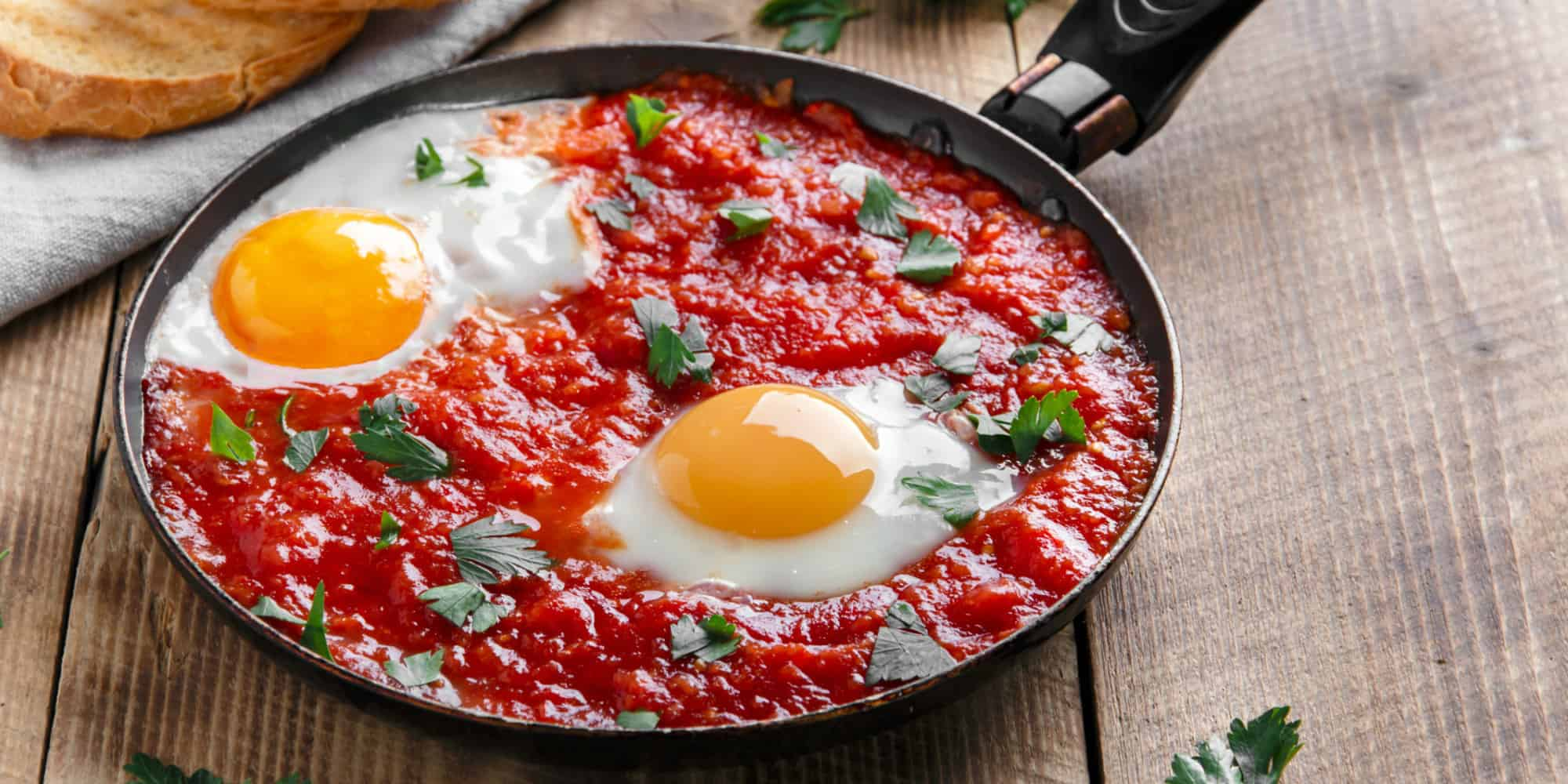 بيض بصلصة الطماطم