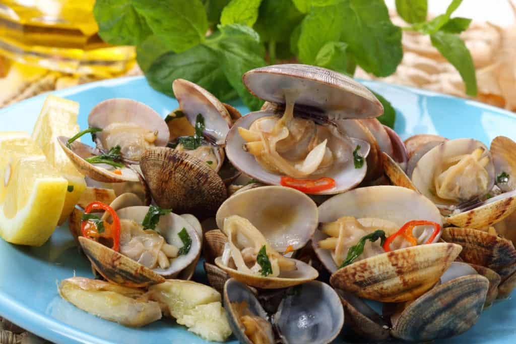 تزيين أطباق المأكولات البحرية