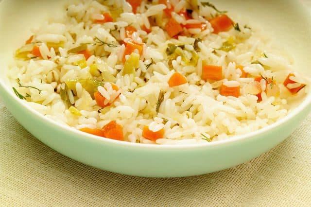 تزيين الأرز بالخضروات