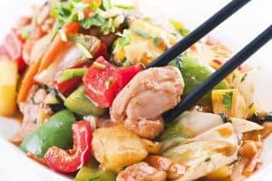تزيين اللحوم والدجاج بالخضروات
