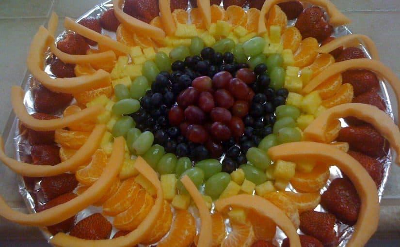 فن تزيين مائدة الطعام بالخضار والفاكهة