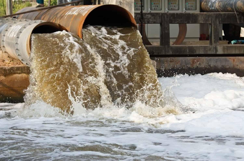 أسباب تلوث الماء ومصادرة مع المراجع موسوعة