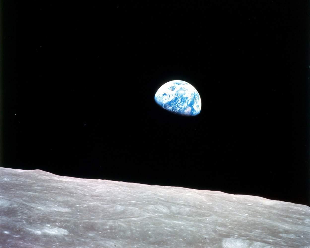 قصة خيالية عن القمر