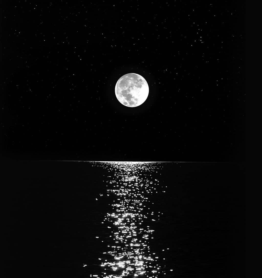 قصة خيالية عن القمر قصيرة