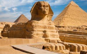 الأهرامات وتمثال أبو الهول