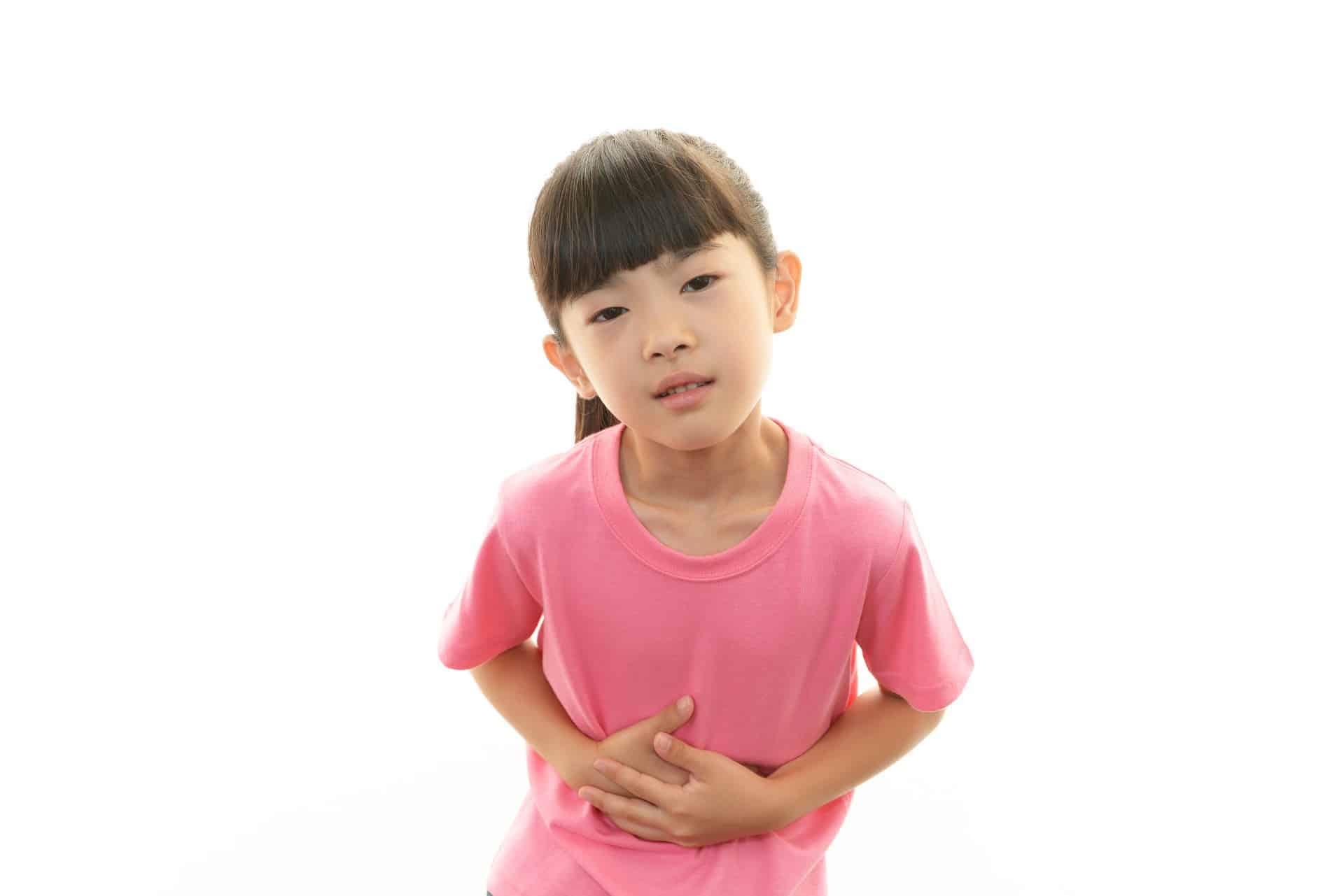 ألم البطن عند الاطفال وعلاجه بالأعشاب