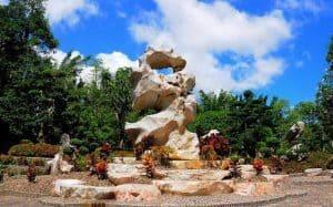 حديقة التماسيح وصخرة المليون سنة