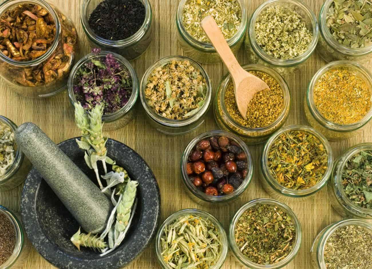 علاج الإمساك بالأعشاب