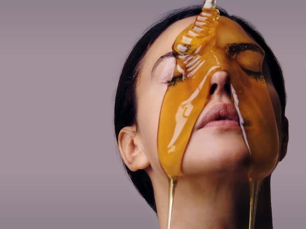 ماسك العسل والحليب للوجه