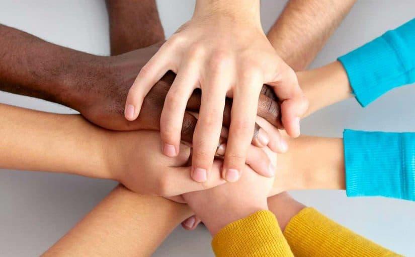 المؤسسات الخيرية في دولة الإمارات التي ترعى المساعدات الإنسانية للمحتاجين حول العالم