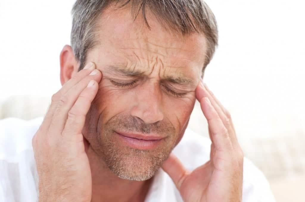 أعاني من حرارة في الرأس مع صداع ما سببها وعلاجها موسوعة