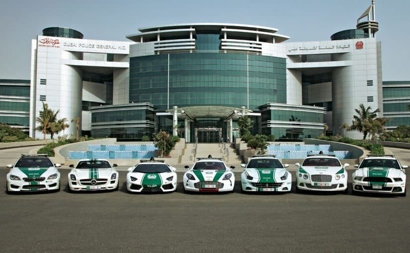 سيارة مع سائق دبي