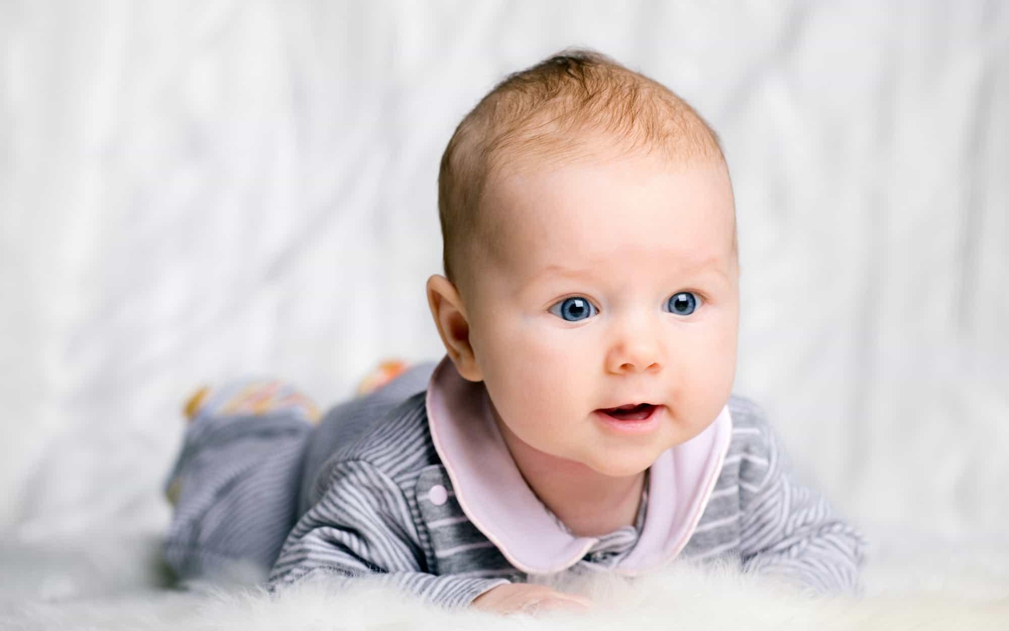 تنفس مع صوت لدى الرضيع