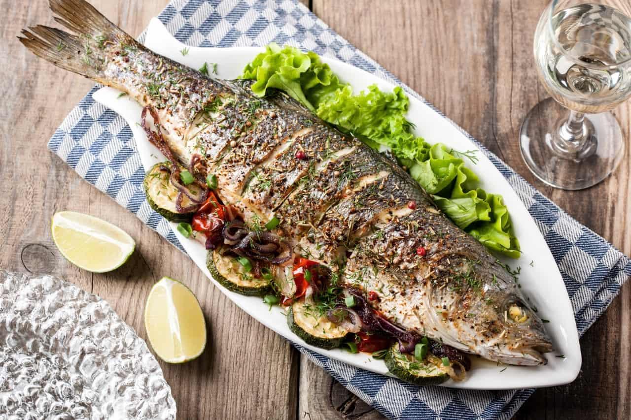 تفسير حلم السمك في المنام لابن سيرين معنى السمك النيء في المنام موسوعة
