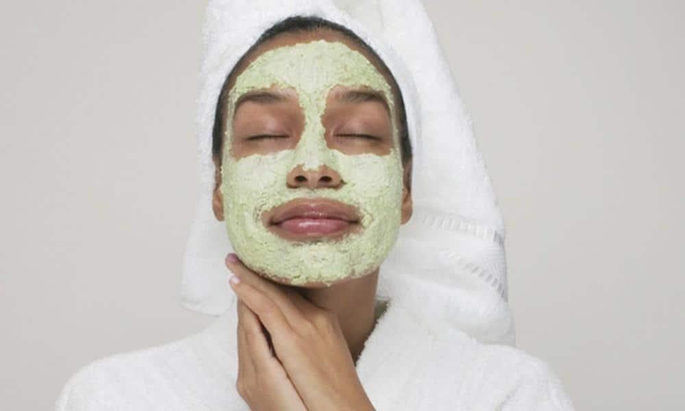 أفضل ماسك ينظف الوجه