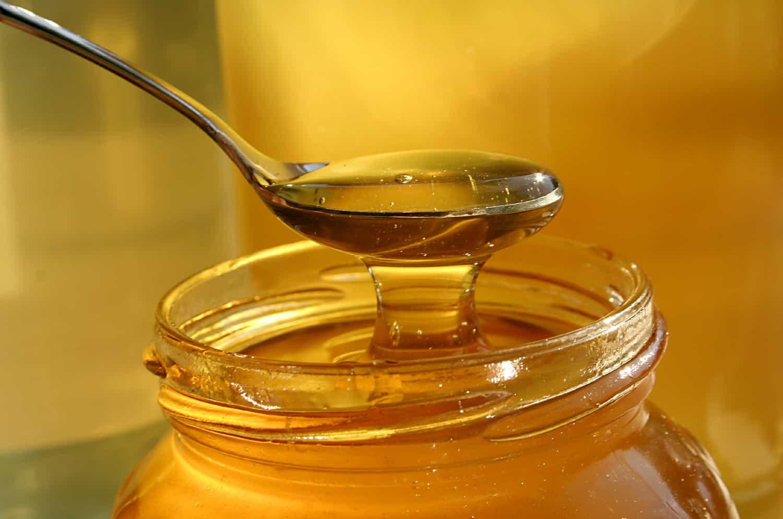 العسل بعد عملية اللوز
