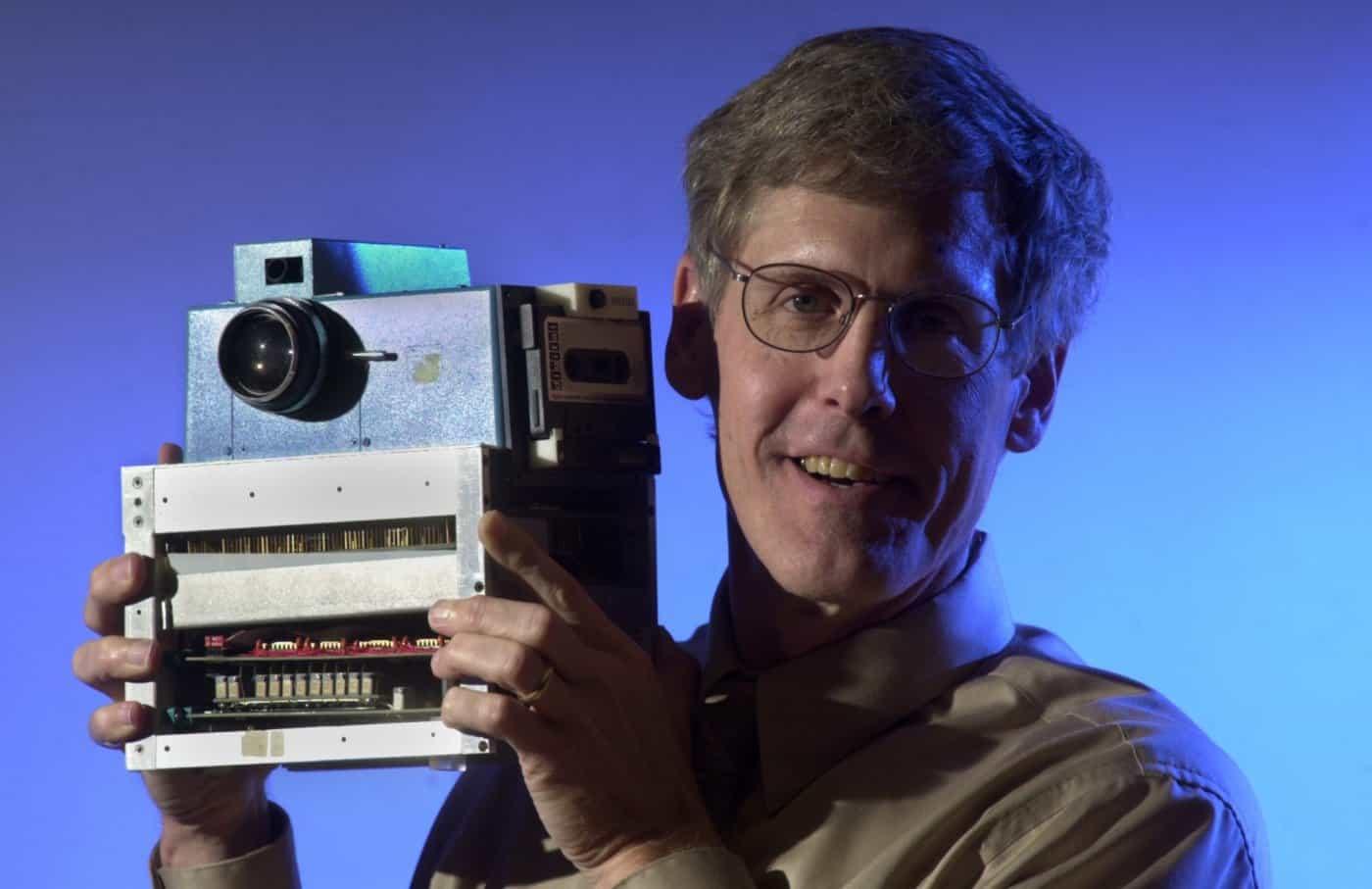 من مخترع أول كاميرا في العالم موسوعة