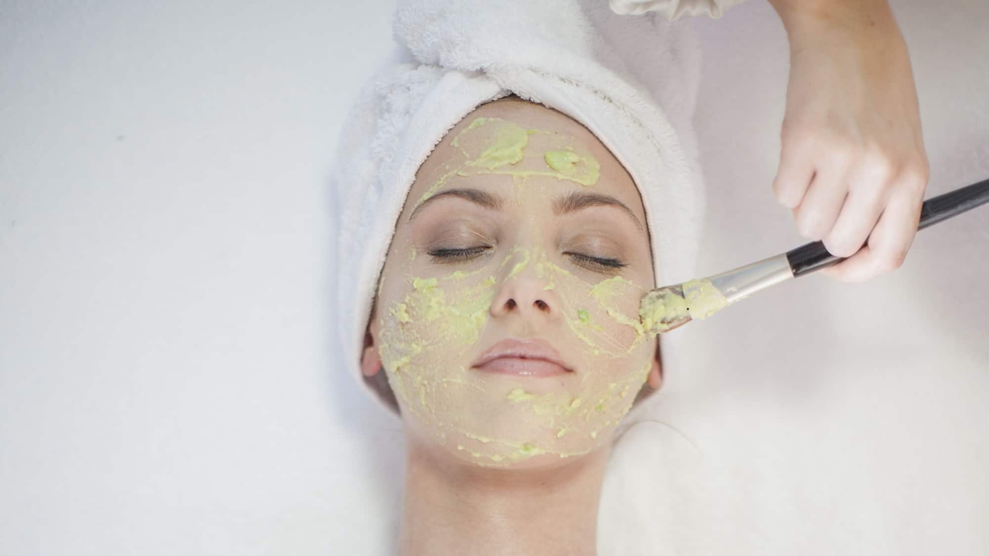 أفضل ماسك لتنظيف الوجه في البيت