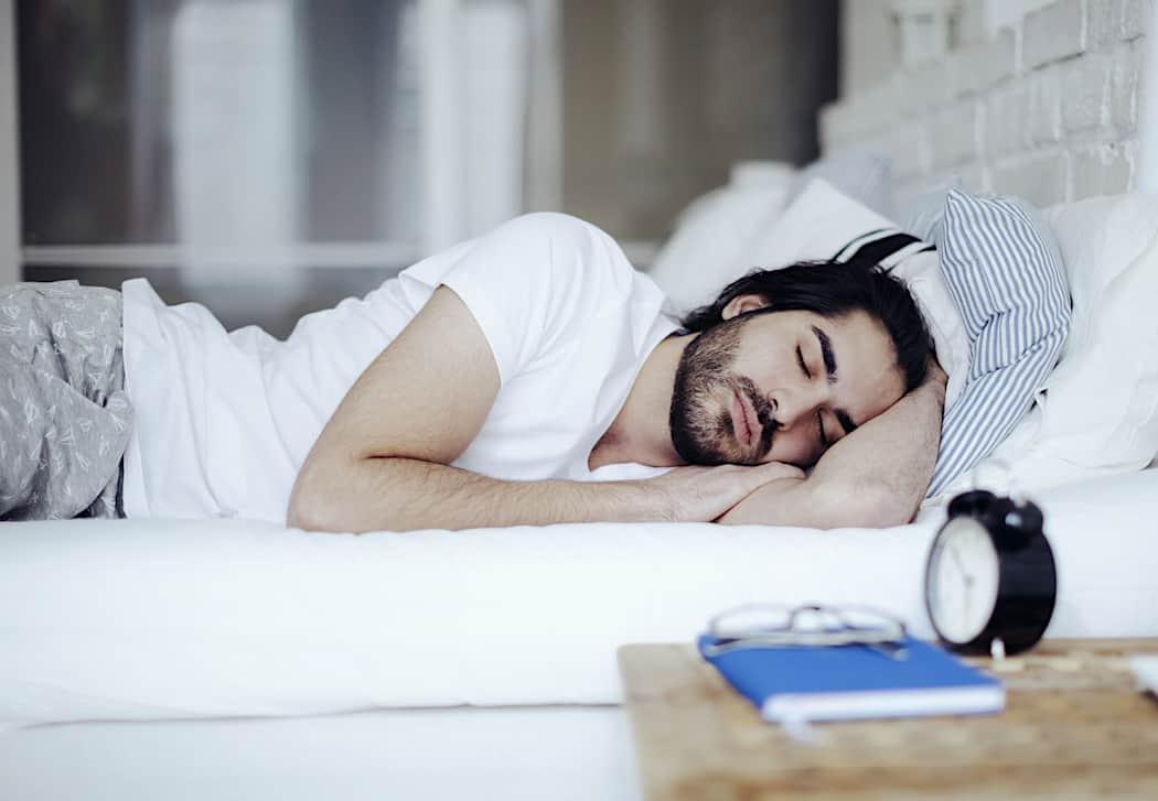 اسباب النقزة اثناء النوم