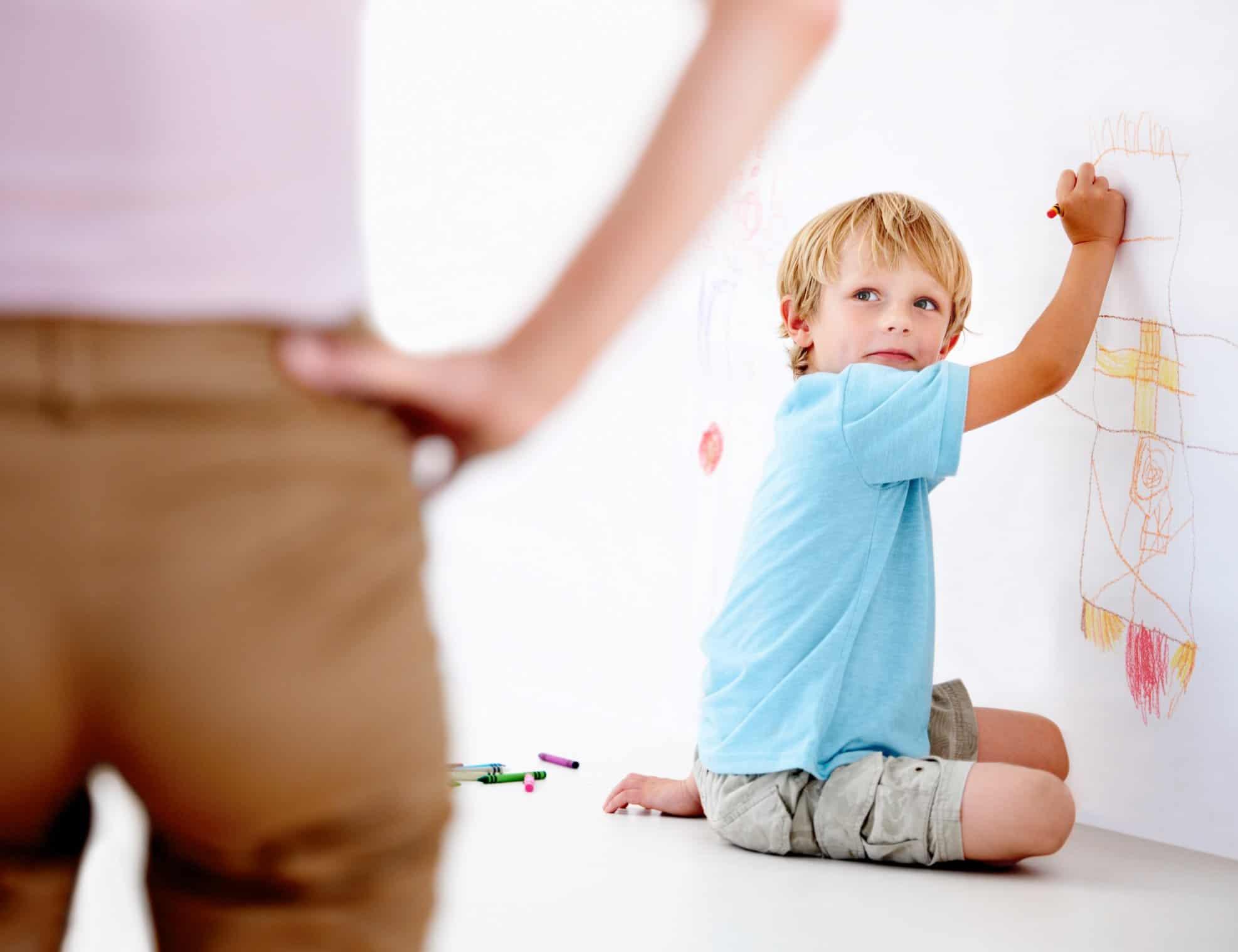 كيفية التعامل مع الطفل العنيد في المدرسة