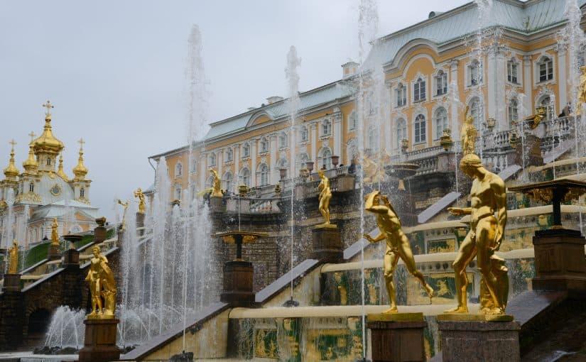 قصر بيترهوف في روسيا