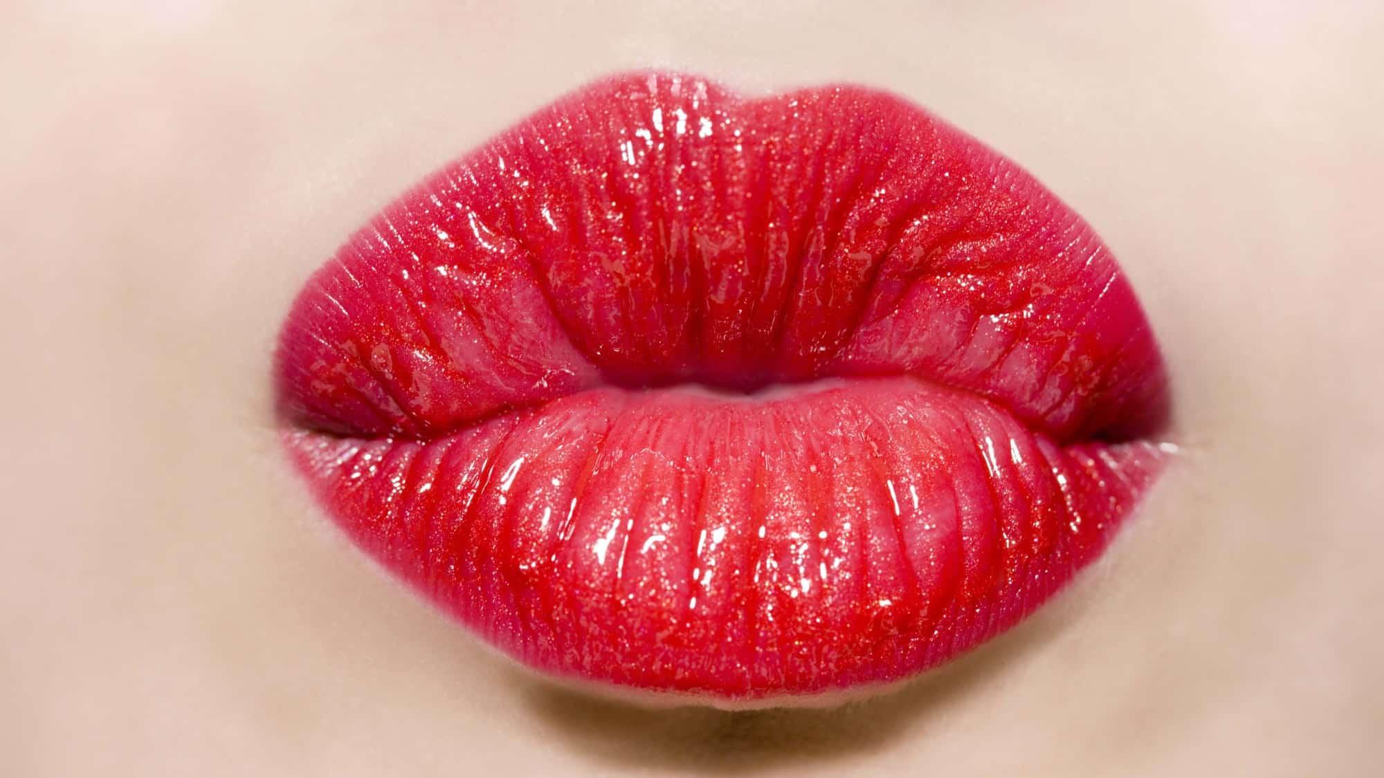 تفسير حلم تقبيل امرأة معروفة