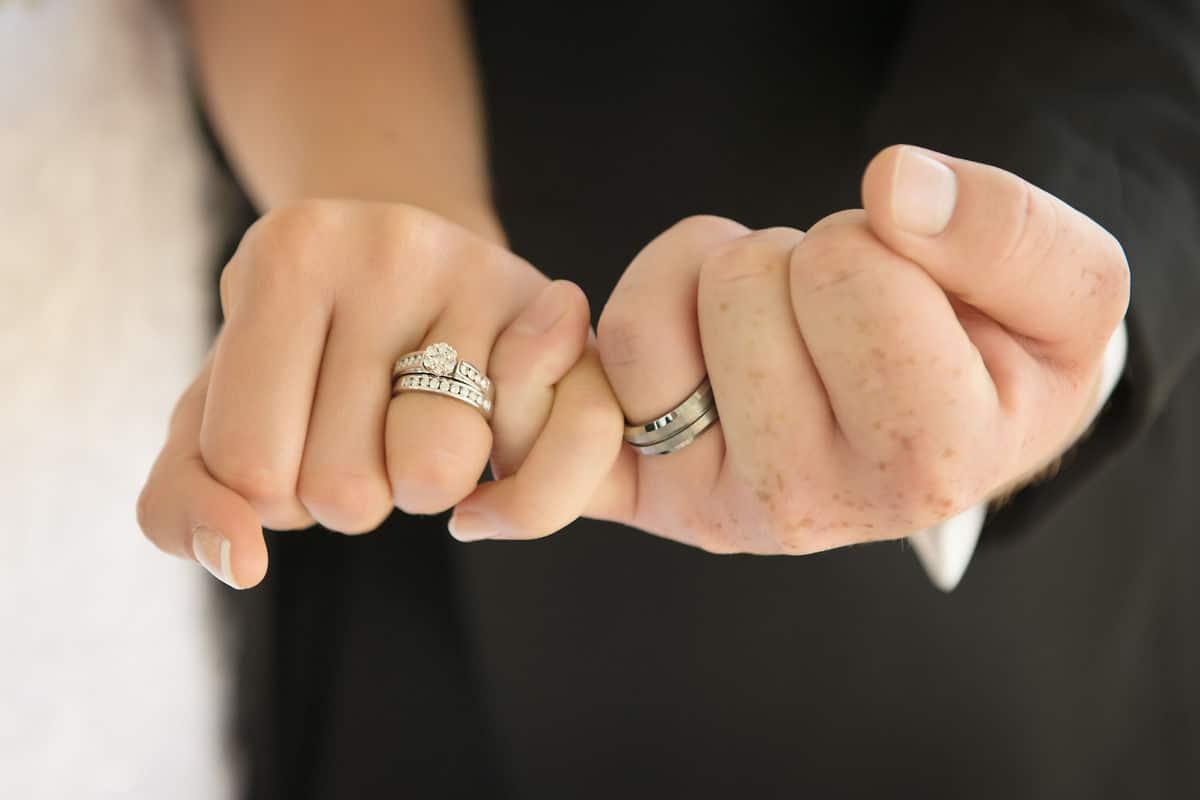 اهتمام الزوجة بزوجها