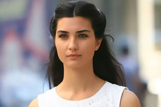 الممثلة التركية توبا بويوكستون