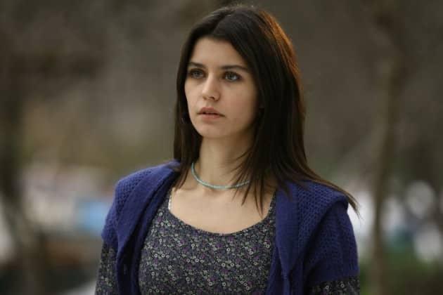 الممثلة التركية بيرين سات من مسلسل فاطمة جول