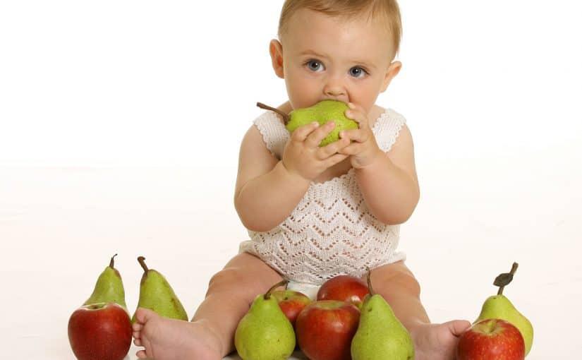 متى يبدا الطفل بالاكل