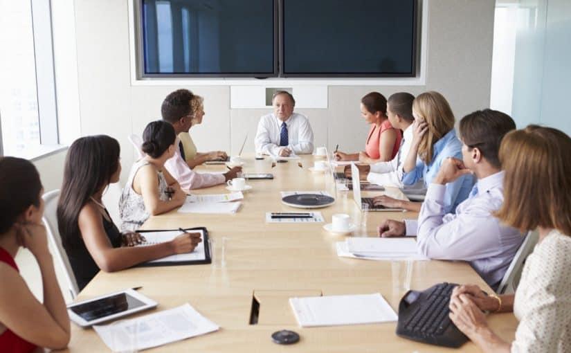 انواع الطاولات في الاجتماعات فوائدها