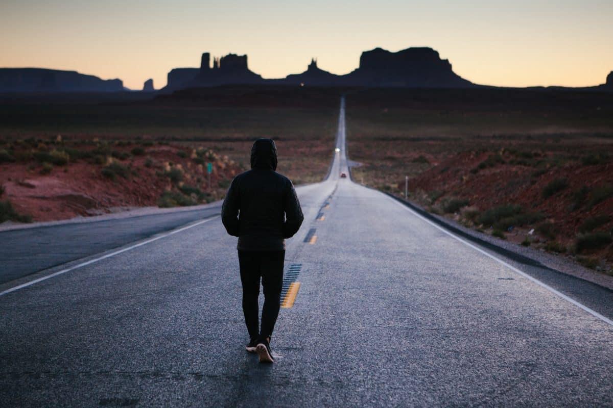 المشي في المنام