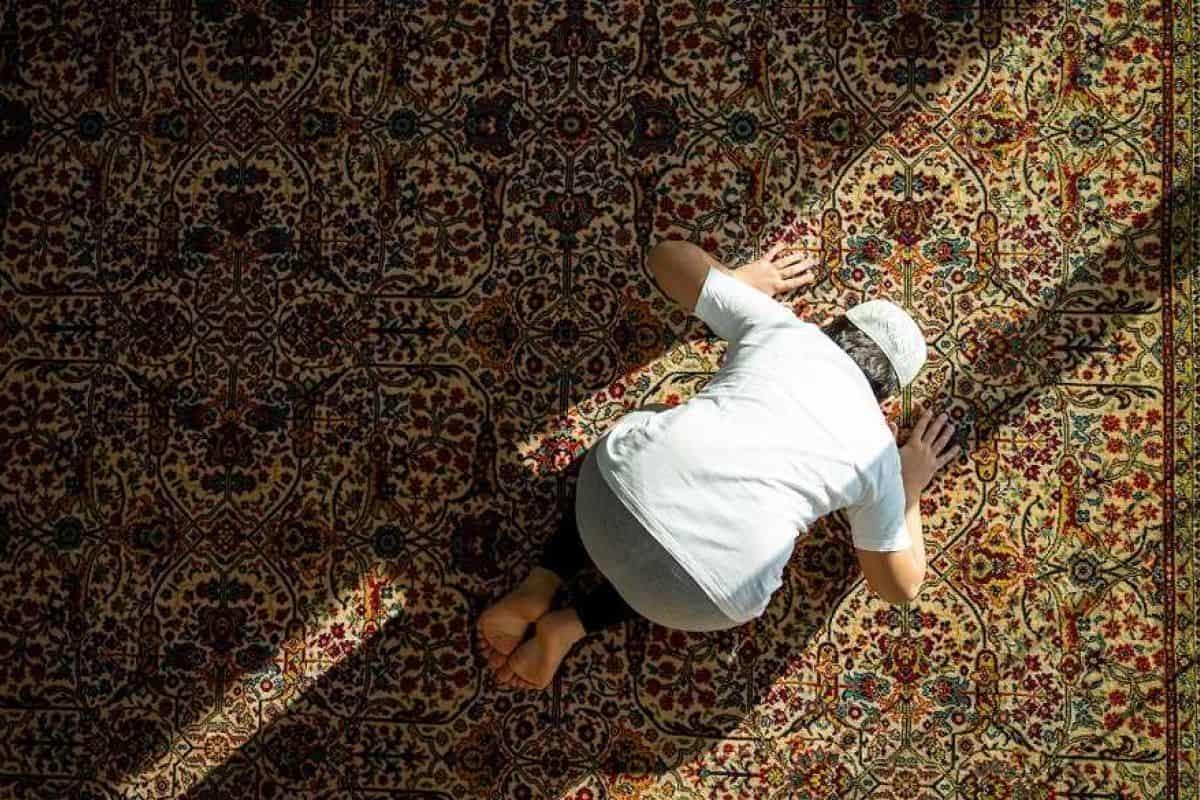 تفسير تلبس الشيطان في الصلاة