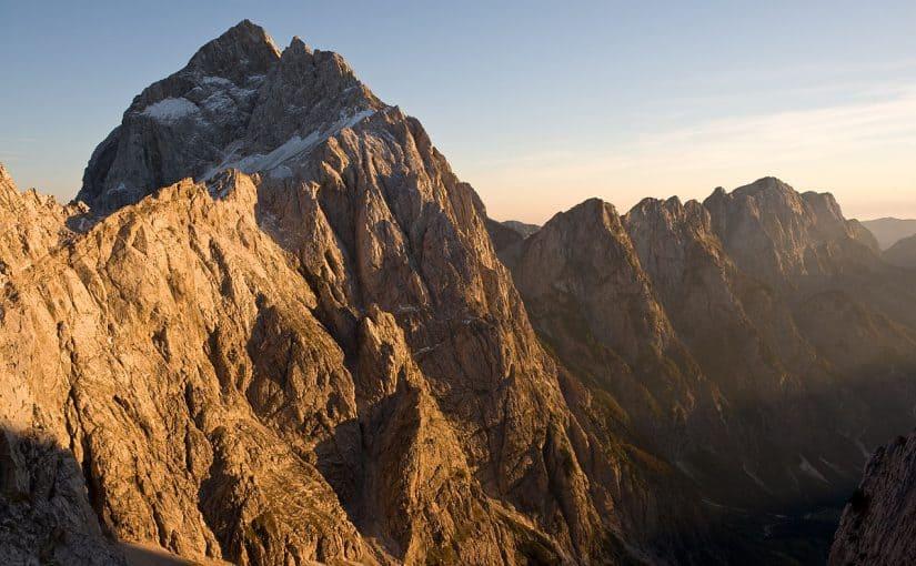اطول سلسلة جبلية في السعودية