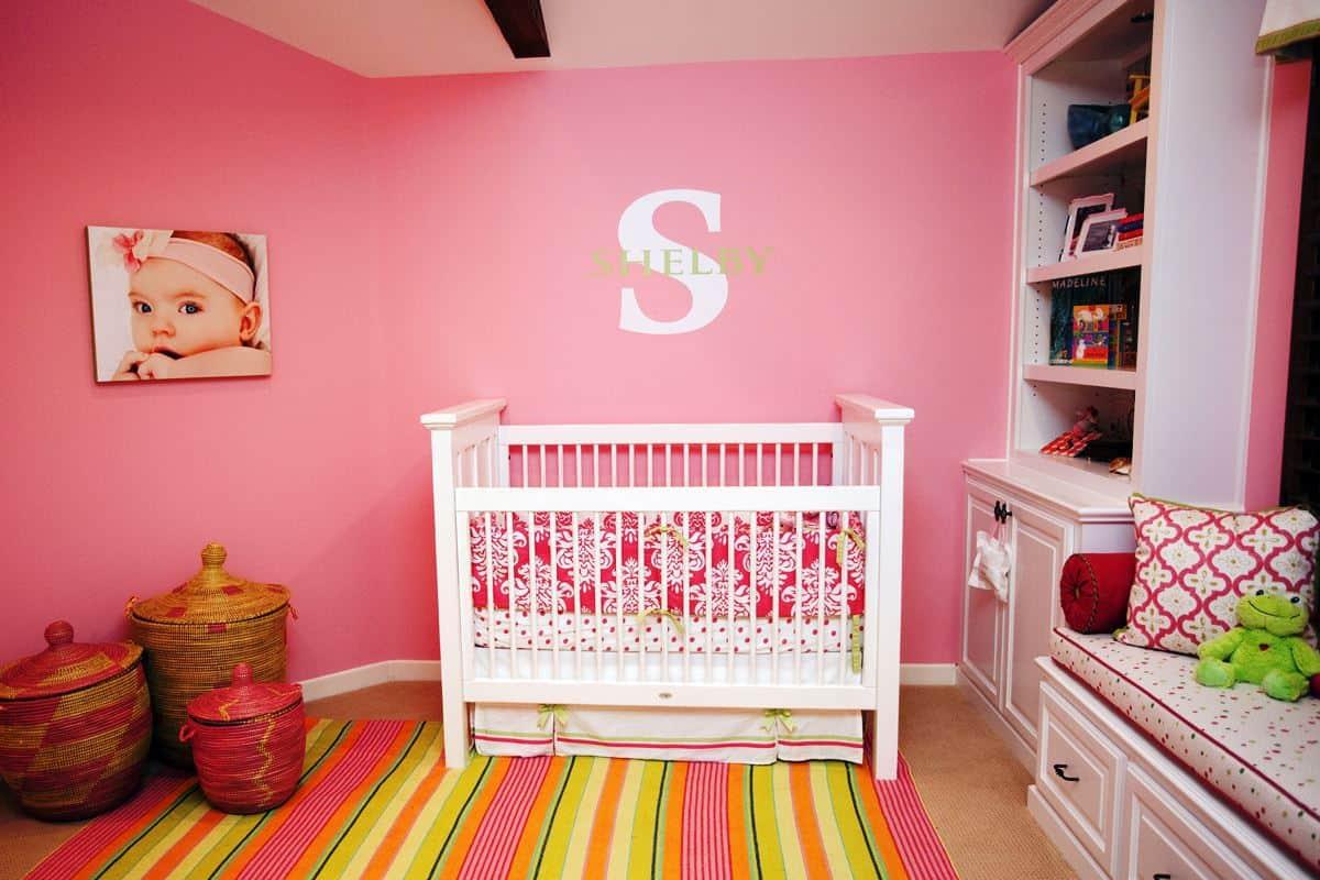 صورة لغرفة فتاة زهرية اللون