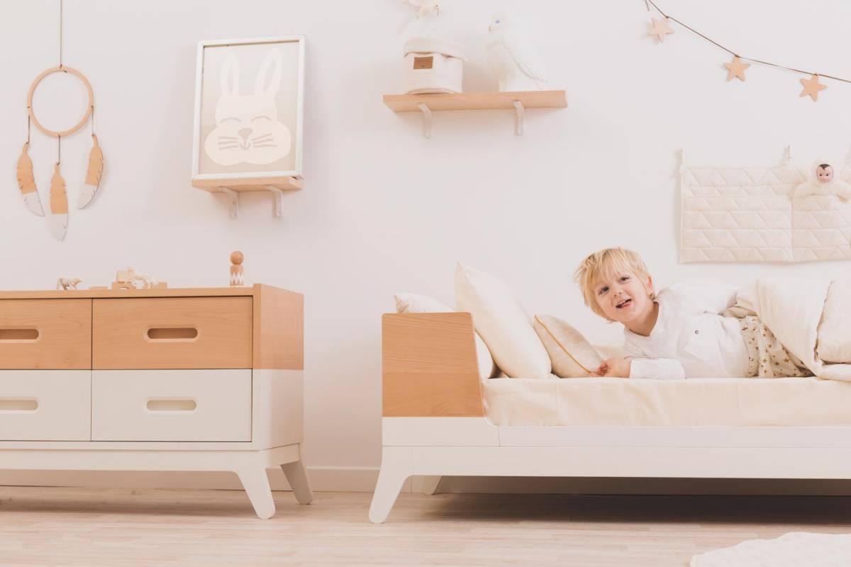 غرفة طفل بألوان أحادية