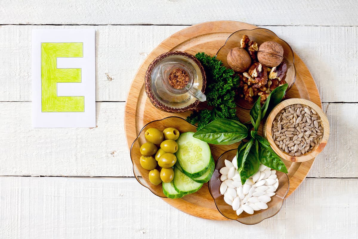 فوائد فيتامين E للجسم والبشرة والشعر
