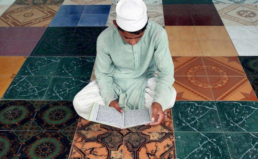 شهر رمضان الذي أنزل فيه القرآن هدى للناس وبينات من الهدى والفرقان فمن شهد منكم الشهر فليصمه