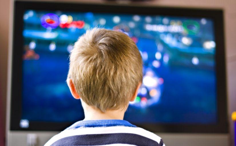 هل مشاهدة التلفاز يسبب التوحد