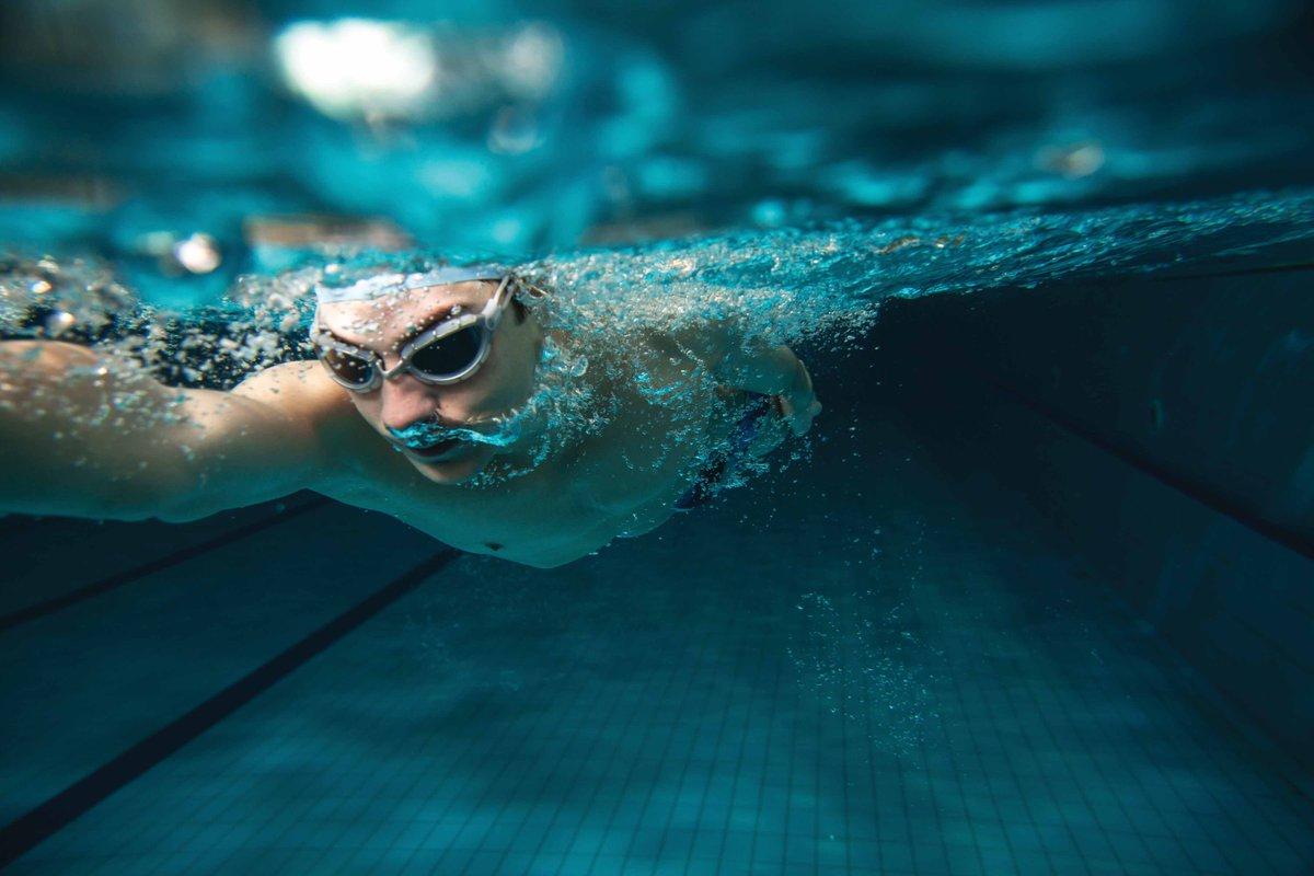 السباحة في المنام