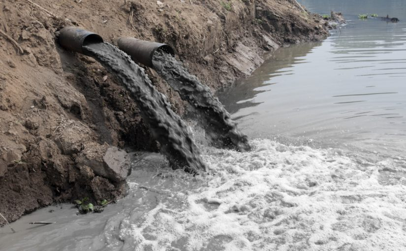 موضوع عن تلوث المياه قصير جدا