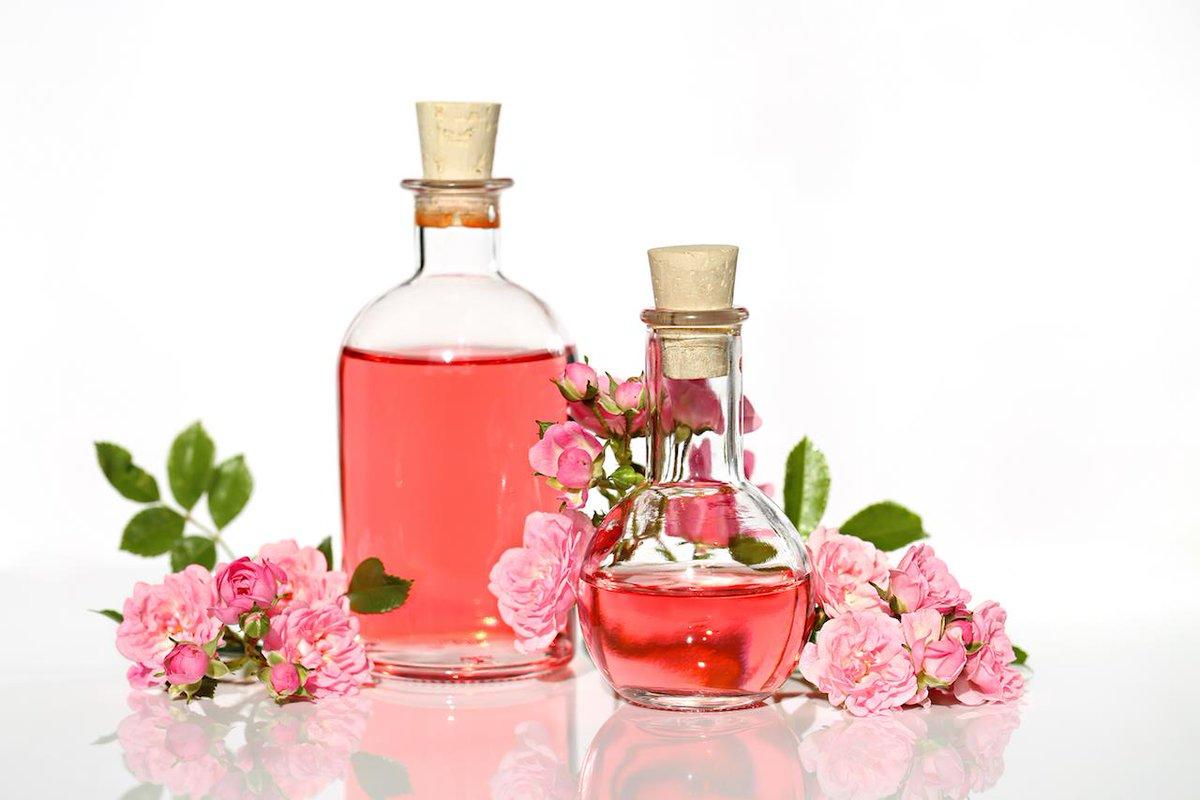 فوائد ماء الورد للوجه والجسم
