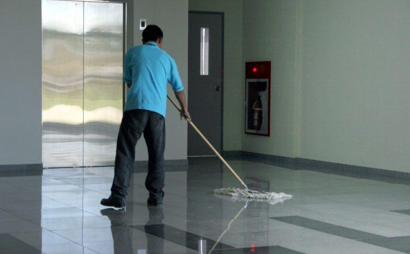 موضوع عن عامل النظافة