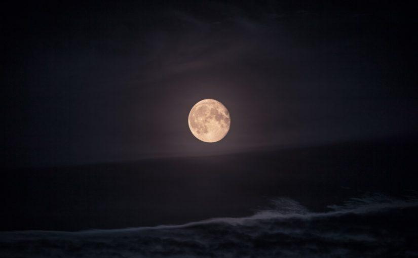 تفسير رؤية القمر في المنام بالتفصيل موسوعة