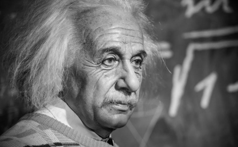 من هو أينشتاين