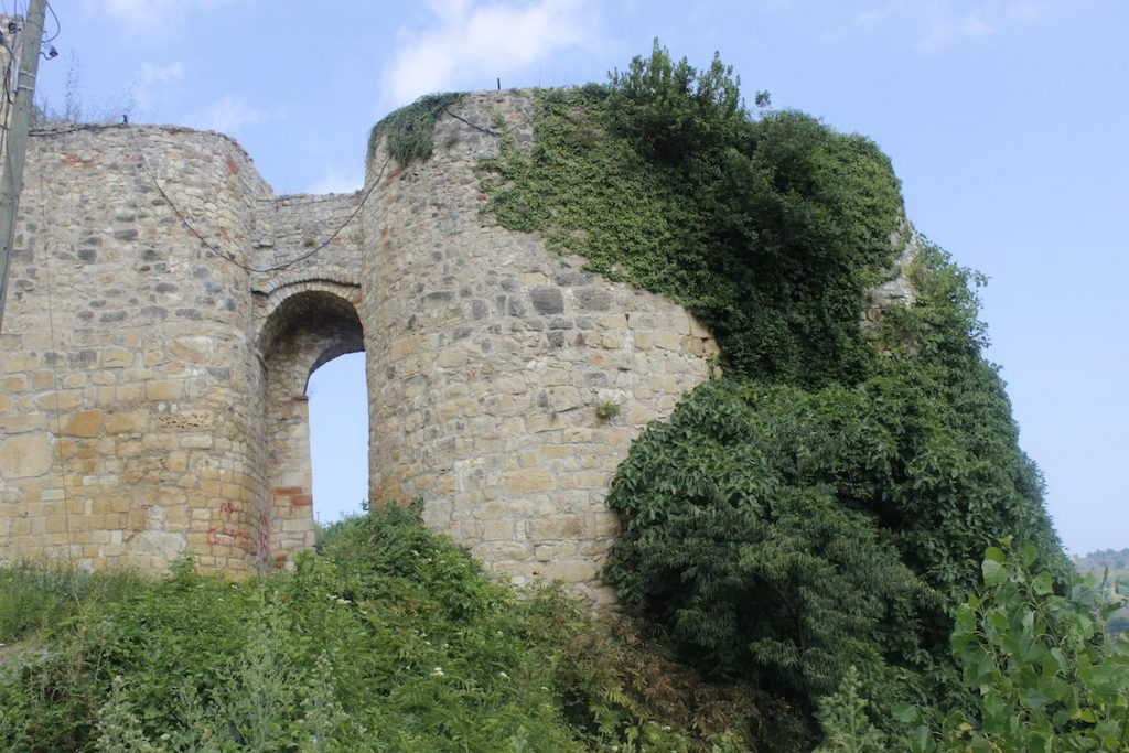 قلعة أونيا